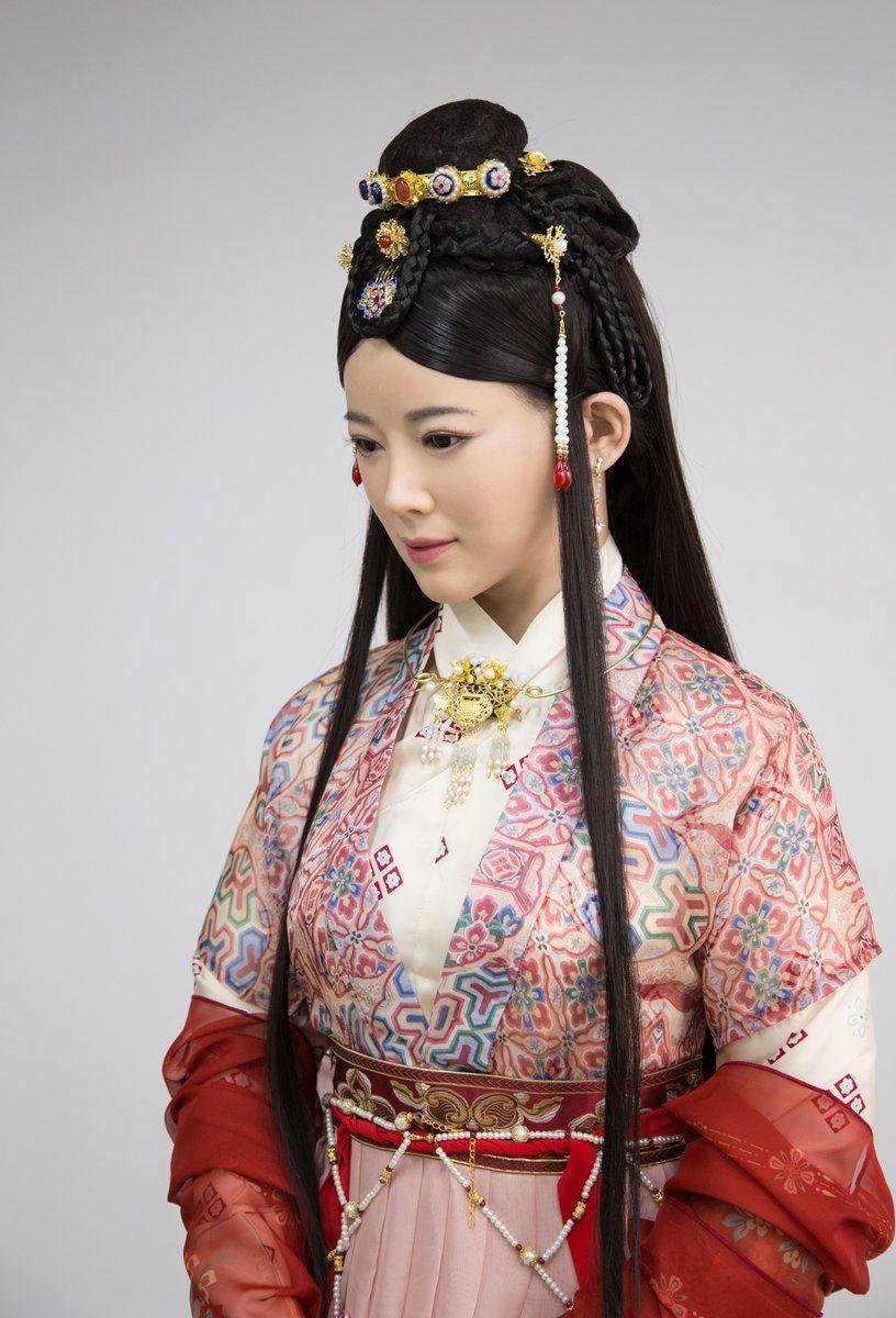 """中国""""最美机器人""""互动直播 网友:声音外表十分逼真"""